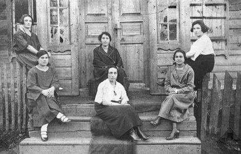 Dusetos women
