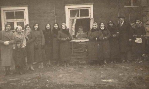 obeliai single girls Mikusauskas stepas rokiskis+obeliai motuzas jonas  on the first day in the ghetto a group of lithuanian youths came and took away six young jewish girls.